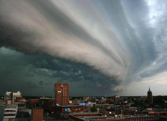 Munich Re profits - Thunderstorm Rolling in