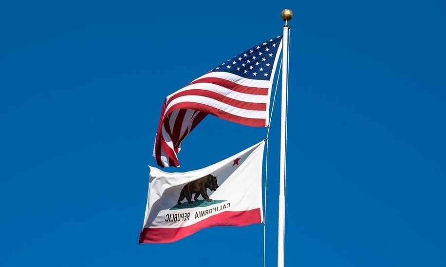 California insurance market - Flag of America and of California
