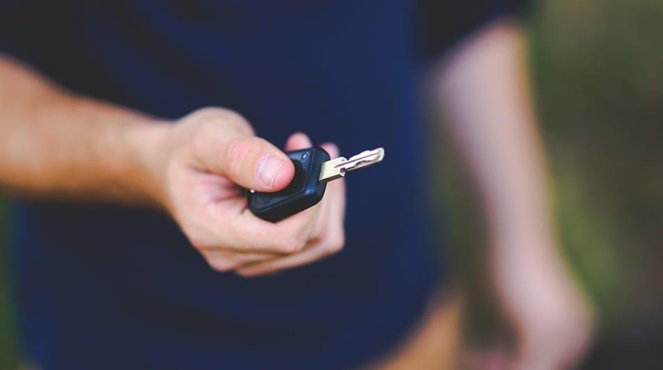 California auto insurance rates - man holding car key