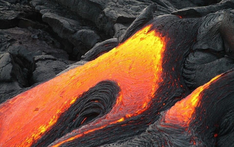 Hawaii lava damage - Volcano lava flowing