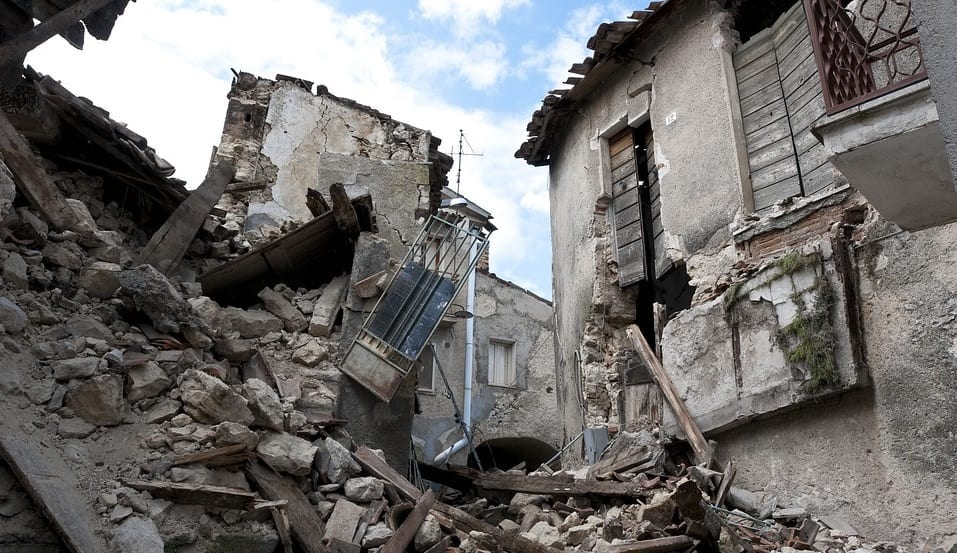 Earthquake Insurance - Earthquake aftermath - disaster - house collapse