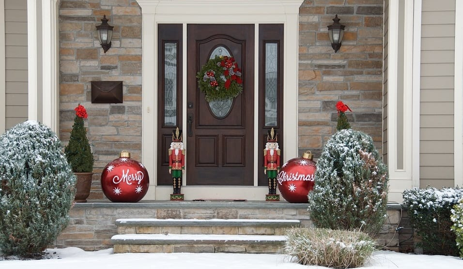 Christmas homeowners insurance claims - House decorated for christmas