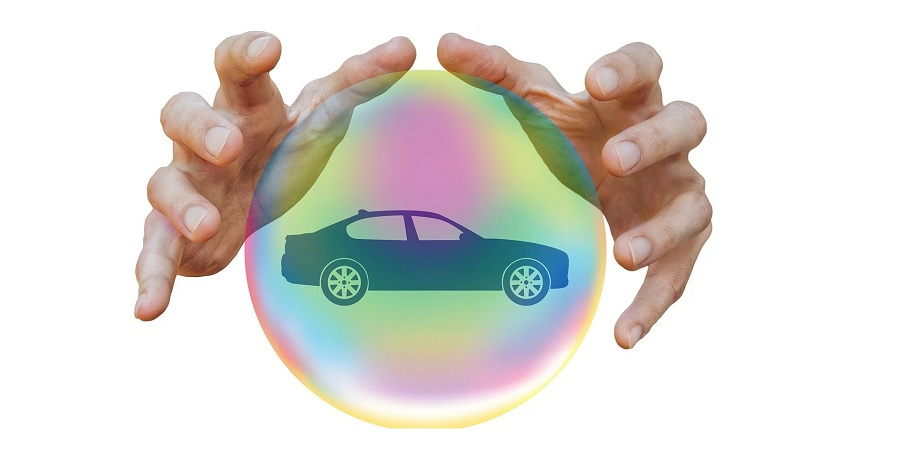 US Auto insurance - Hands and car