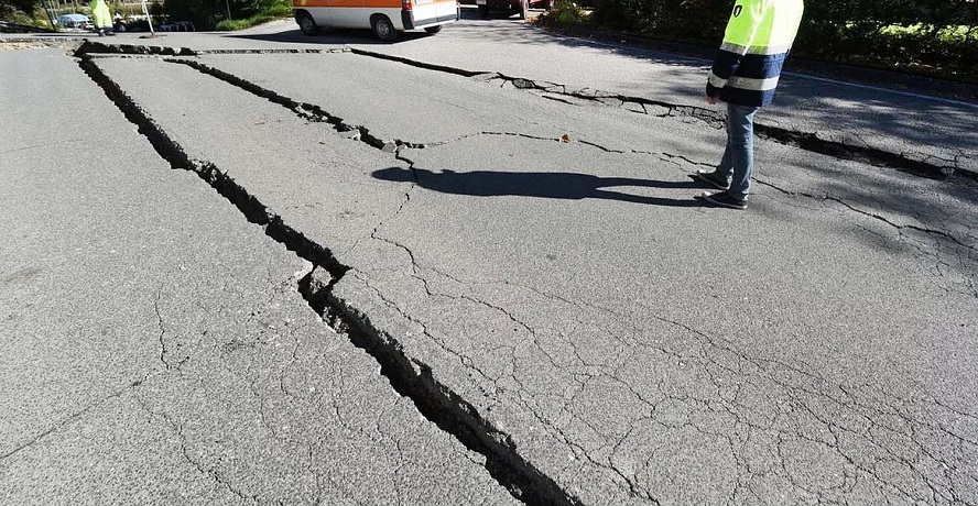 Utah earthquake - cracked road