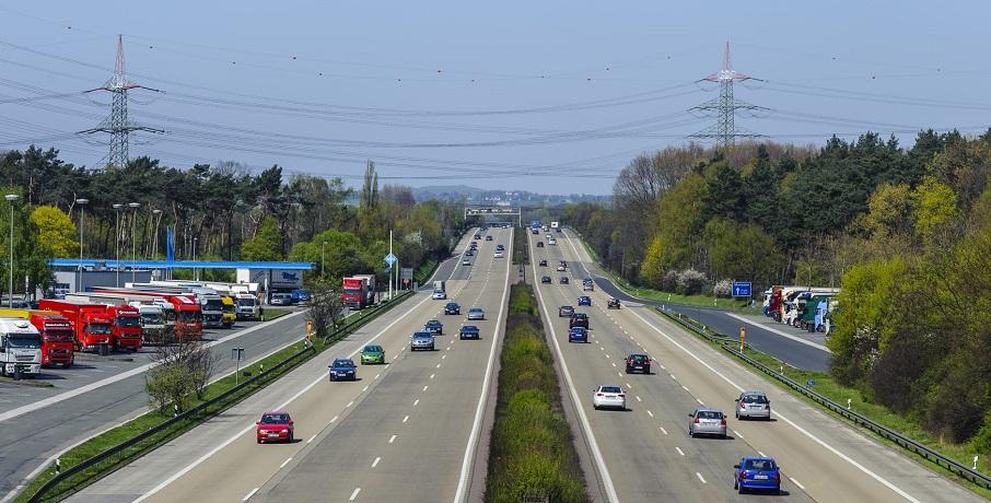 Louisiana auto insurance rate - Cars on highway