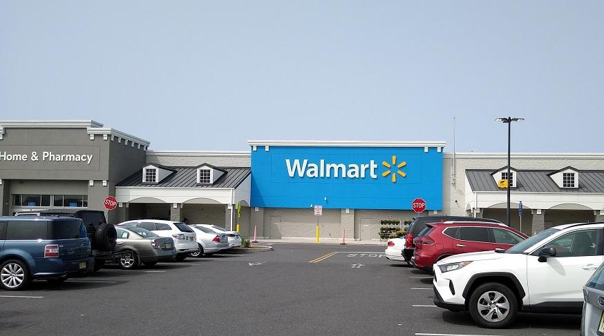 Walmart health plans - Front of Walmart Store
