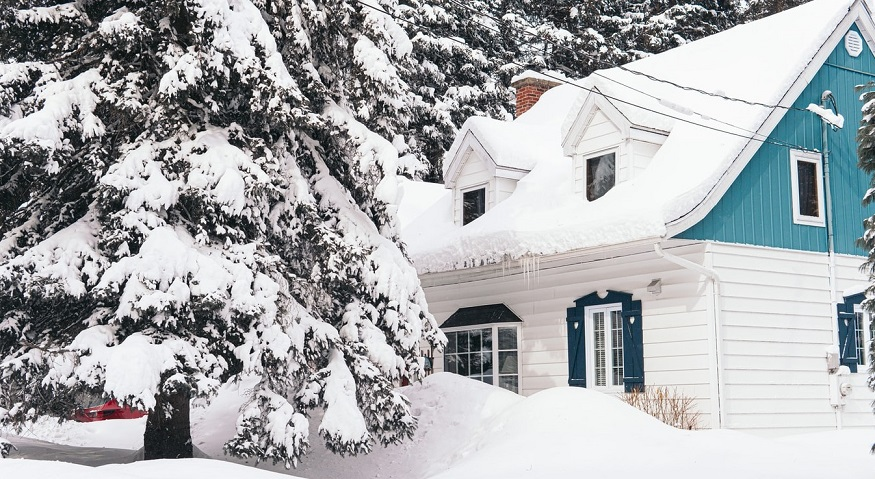 Winter home insurance claims - house in winter - snow