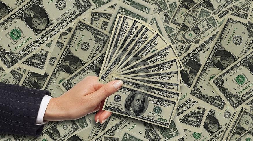 Allstate auto underwriting - hand holding money