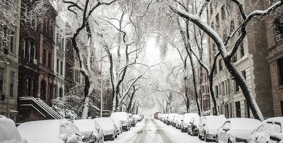Texas storm claims - Snow in city street
