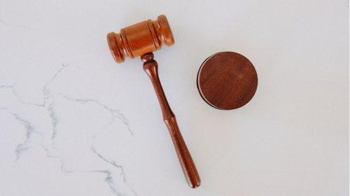 Insurance agents - lawsuit - Gavel