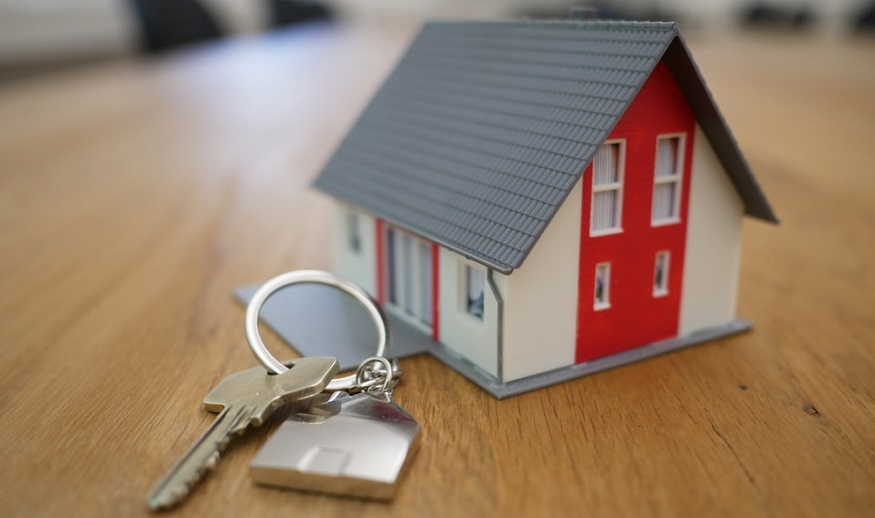 Homeowners Insurance Rates - House with keys