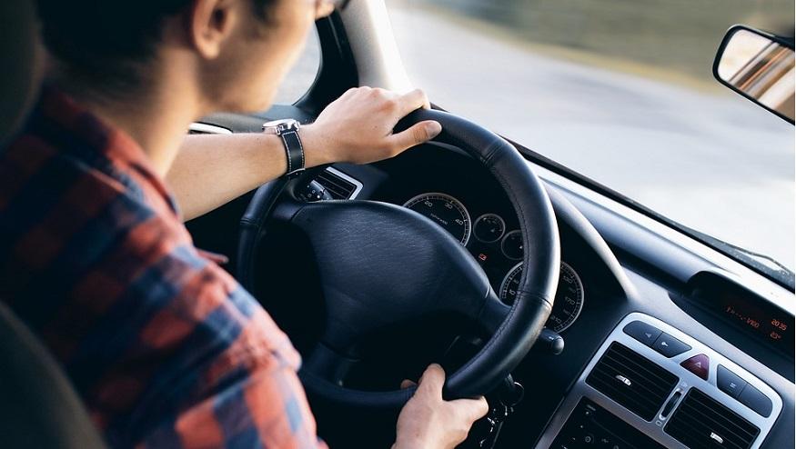 Illinois auto insurance - person driving car